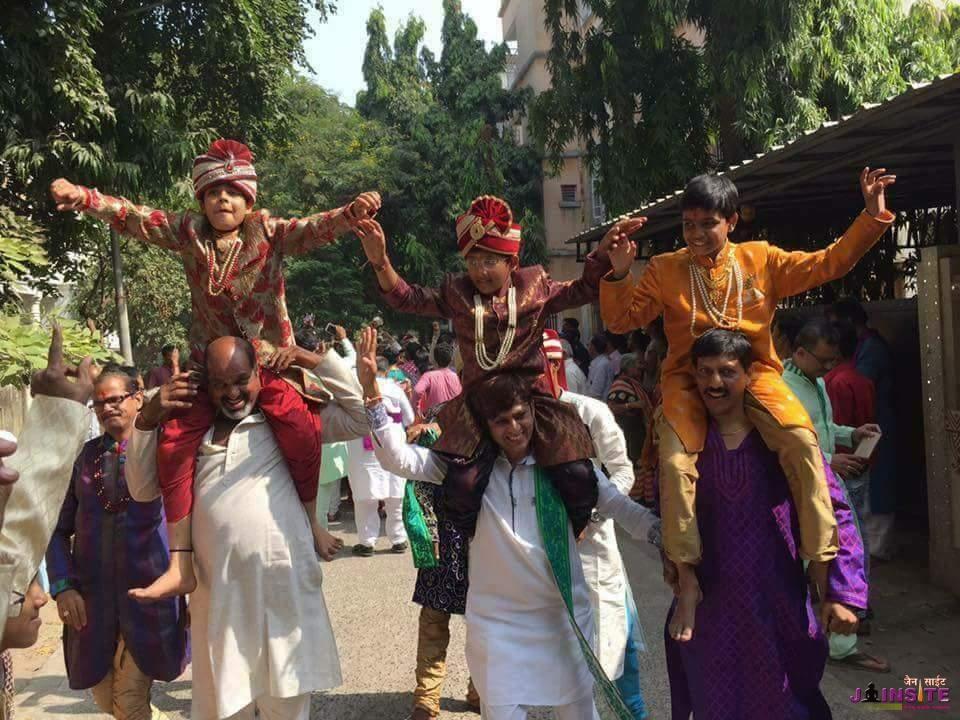 Ahmedabad me 77 diksharthiyo ka varsidaan varghoda